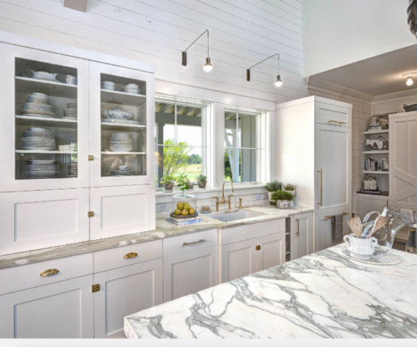 shiplap-kitchen-backsplash-white