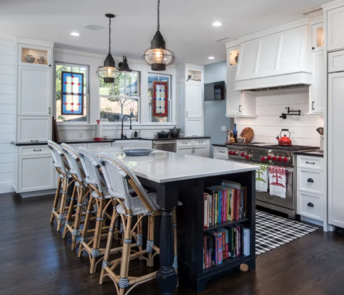shiplap-kitchen-white-backsplash-black-island