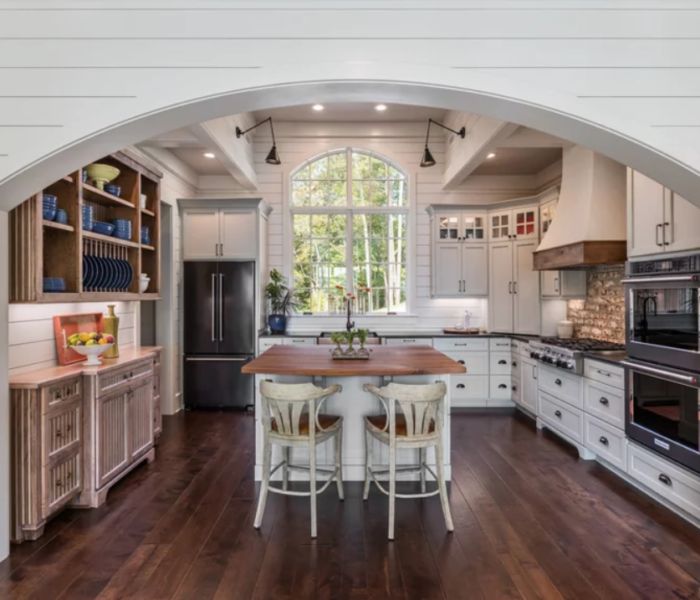 shiplap-kitchen-white-room-accent-wall